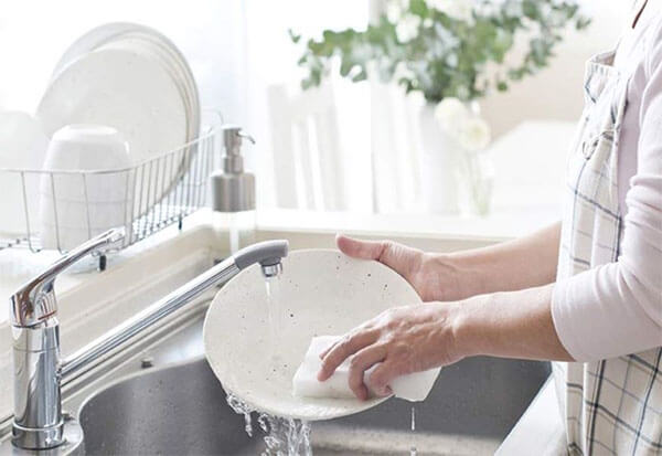 น้ำยาล้างจานสูตรเข้มข้น ทำความสะอาดได้หมดจด ทำความสะอาดได้มากกว่า ปลอดภัยไร้สารตกค้าง