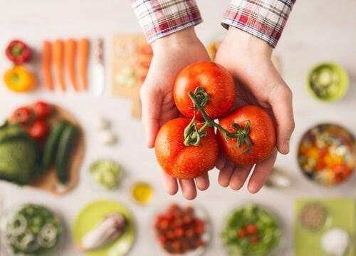 การทานผักและผลไม้ที่มีสารต้านอนุมูลอิสระสูงๆจะช่วยให้ผิวพรรณสดใส อ่อนกว่าวัย