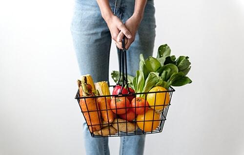 ทานผักและผลไม้ เพื่อเพิ่มกากใยให้กับร่างกาย