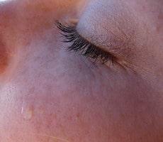น้ำตาเทียมจำเป็นจริงหรือ น้ำตา สายตา มือถือ คอมพิวเตอร์