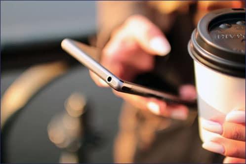 การใช้สมาร์ทโฟนทำลายสายตา ทำให้ดวงตาเสื่อมก่อนวัย