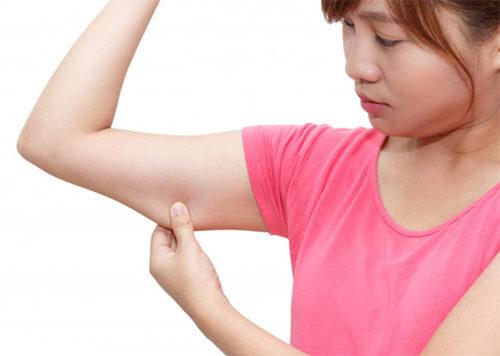 ลดหน้าท้องและต้นแขนด้วยการดูดไขมัน