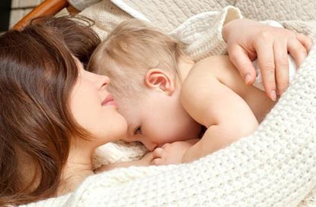 การเลี้ยงลูกด้วยนมแม่ ให้คุณประโยชน์ต่อทารก