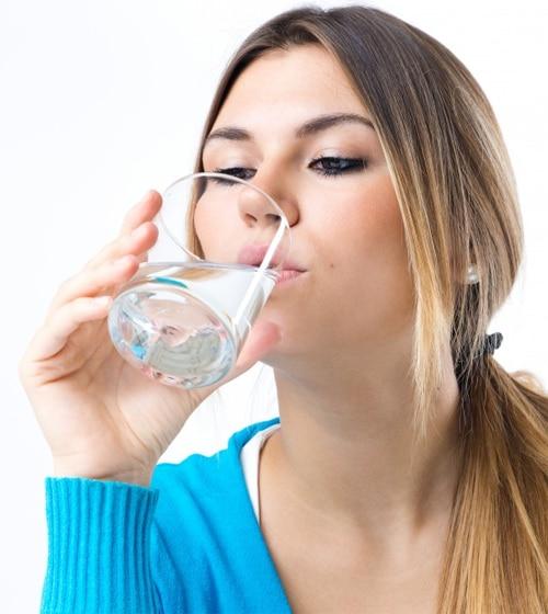 ดื่มน้ำให้คุณประโยชน์ต่อร่างกาย ทำให้เลือดไหลเวียนสะดวก