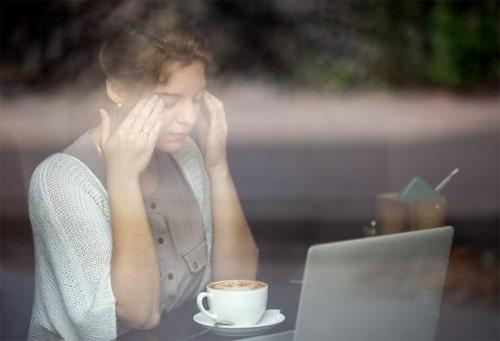 การติดหน้าจอสมาร์ทโฟน หรือ คอมพิวเตอร์ ทำให้สายตาเสื่อมและวุ้นตาเสื่อมได้
