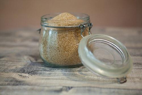 น้ำตาลซูโครสพบในน้ำตาลทรายและน้ำตาลอ้อย