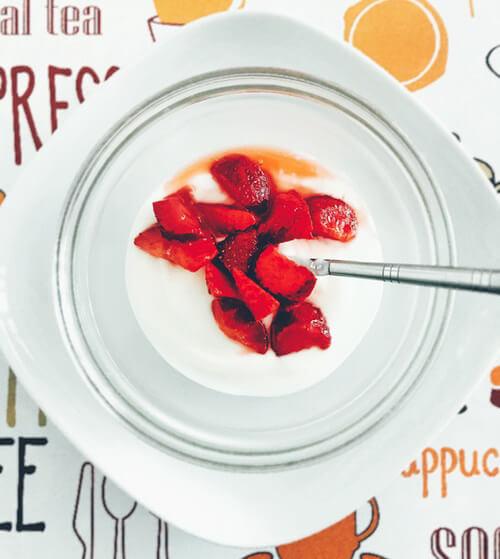 ทานโยเกิร์ตเพื่อปรับสมดุลของแบคทีเรียในลำไส้