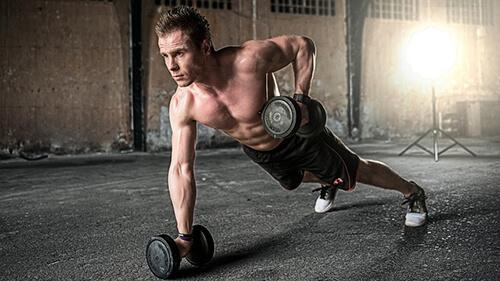 การเล่นเวท เป็นการออกกำลังกายเพื่อเสริมสร้างกล้ามเนื้อ