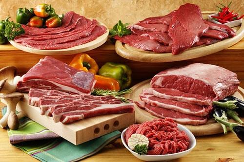 เนื้อแดงมีไขมันสูงและทำให้เรามีคอเลสเตอรอลมากขึ้น