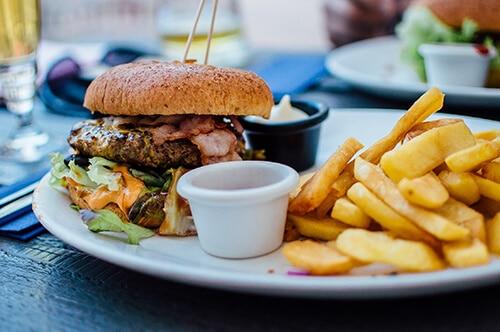 อาหารขยะ อุดมด้วยแป้ง เกลือและไขมัน ไม่ดีต่อร่างกาย