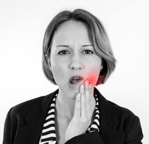 ปวดฟัน ฟันผุ ทำให้มีกลิ่นปากและปากเหม็น