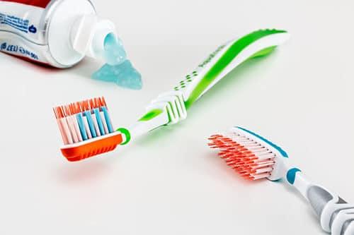 การแปรงฟันไม่สะอาด ทำให้มีกลิ่นปากและปากเหม็นได้