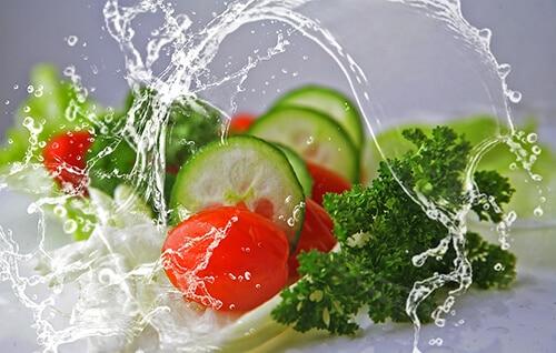ล้างทำความสะอาดผักสดเพื่อลดการเสี่ยงเป็นท้องร่วง