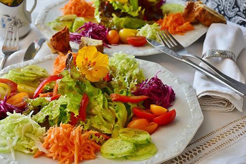 ควรทานอาหารที่มีใยอาหารมาก เช่น ธัญพืช พืชผัก ผลไม้ ถั่ว เป็นประจำ