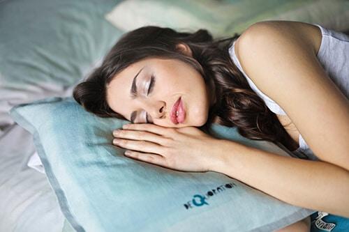 ริ้วรอยบนใบหน้าที่เกิดจากการนอนทับ