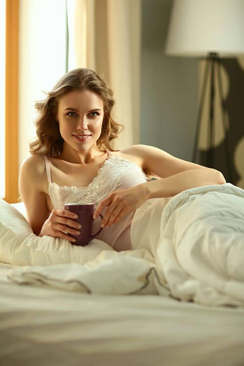 ตื่นนอนตอนเช้าควรดื่มน้ำ 2 แก้ว เพื่อสุขภาพที่ดี