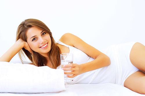 ก่อนนอนให้ดื่มน้ำอีก 1 แก้ว เพื่อชะล้างสิ่งตกค้างในลำไส้