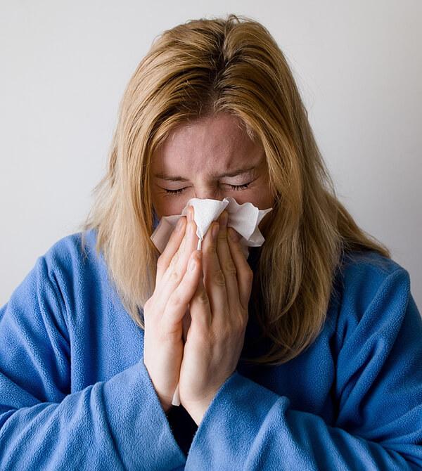ถ้ามีอาการไข้ หรือระบบทางเดินหายใจให้รีบพบแพทย์